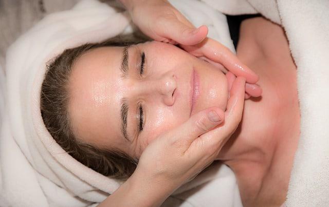 איך לדאוג לעור הפנים